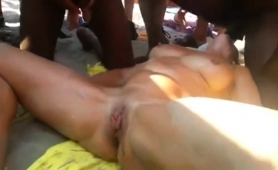Stacked Amateur Lady Gets Used By Interracial Guys Outside