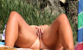 Chunky Mature Lady Fingers Her Aching Pussy On The Beach