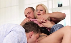 two-bisexuals-fucking-with-a-curvy-blonde-babe