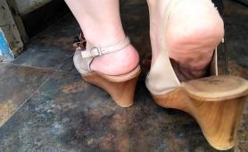Provocative Mature Lady Puts Her Wonderful Feet On Display