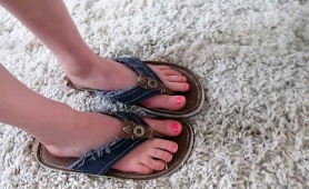 amateur-blonde-teen-exposes-her-sexy-feet-and-her-tight-cunt