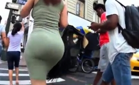 street-voyeur-chases-an-elegant-babe-with-a-big-round-booty