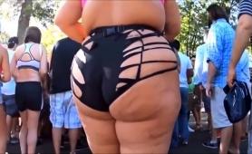 street-voyeur-finds-a-curvy-amateur-blonde-in-sexy-panties
