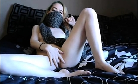 slim-blonde-camgirl-spreads-her-legs-and-fingers-her-peach